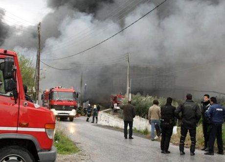 Πυρκαγιά σε εργοστάσιο πλαστικών στο Λαύριο