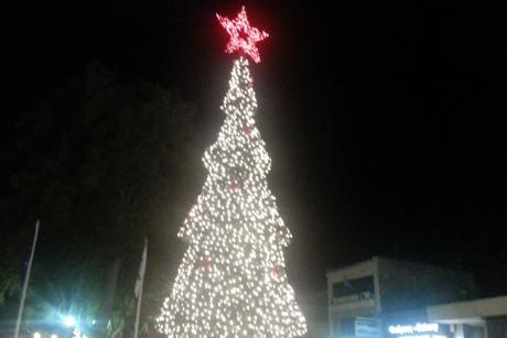 Ρεπορτάζ: Η εκδήλωση φωταγώγησης του Χριστουγεννιάτικου Δέντρου στην Κεντρική πλατεία Λαυρίου